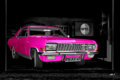 Opel Diplomat V8 Coupé in pink & black