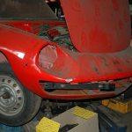 Alfa Romeo Spider mit geöffneter Motorhaube