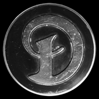 Logo Jaguar Daimler auf Radkappe