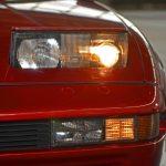 BMW 850i Detailansicht mit aufgeklappten Scheinwerfern