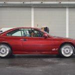 BMW 850i in Zyclamrot und rahmenlosen Seitenfenstern