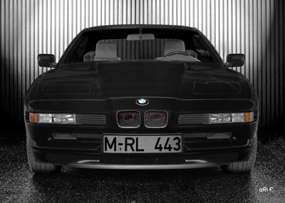 BMW 8er in black