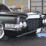 Cadillac DeVille in mattschwarz lackiert