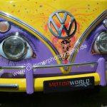 VW Bus T1 in psychedelischer Hippiebemalung