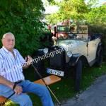 Chauffeur und Dixie haben sich in Obereisenbach ein schattiges Plätzchen erobert