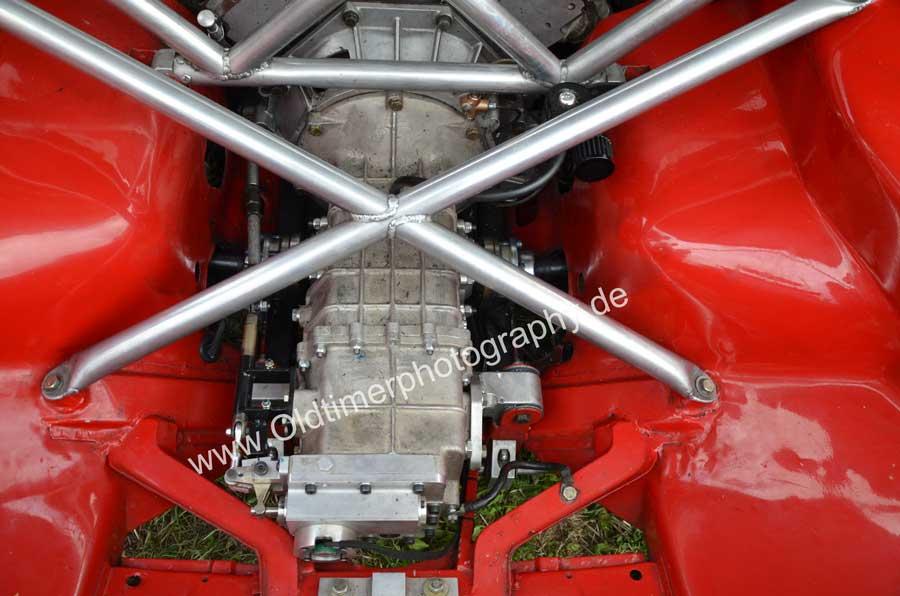 De Tomaso Pantera GT4 Getriebetunnel mit Querstreben verstärkt