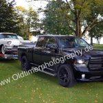 Dodge Ram 1500 5.7 L mit Cadillac Fleetwoood auf dem Autotrailer