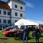Classic Cars und Bikes vor dem Schloß Meßkirch
