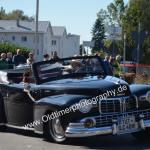 Lincoln Zephyr Continental in guter Schräglage, allerdings wie fast alle, die Frau nur als winkende Beifahrererin
