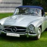 Mercedes-Benz 190 SLin silber metallic mit blauer Persenning