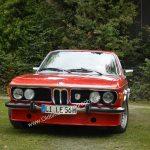 BMW 3.0 CSI bei der Einfahrt zum Oldtimertreffen in Kressbronn