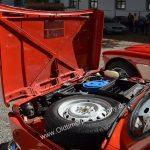 Fiat 127 mit nach vorne geöffneter Motorhaube