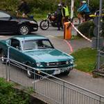 Ford Mustang bei der Einfahrt zum Oldtimertreffen in Kressbronn