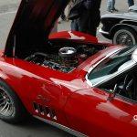 Corvette C3 Convertible mit nach vorne geöffneter Motorhaube