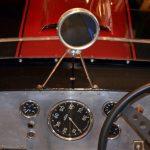 Lister Jaguar mit 3-beinigen Rückspiegel
