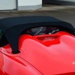 Porsche Boxster Spyder Blick aufdas Sonnenverdeck und die Abdeckung für Motor und das darunter liegende Sonnensegelstaufach