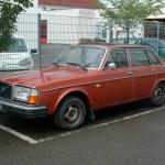 Volvo 264 DL in rotbraun