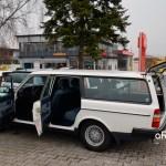 Volvo 240 Classic Kombi mit geöffneten Türen