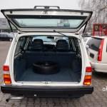 Volvo 240 Classic Kombi mit geöffneter Heckklappe