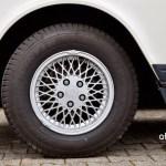 Volvo 240 Kombi mit Original Volvo Leichtmetallfelgen vorn