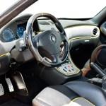 Maserati GranSport Interieur in Leder und gelben Kedern