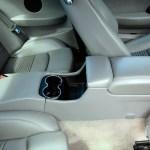 Maserati GranTurismo S mit Konsole und Getränkehalter im Fondbereich