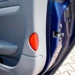Maserati GranTurismo S mit Warnlicht in der Seitentüre