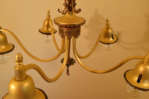 Fuchsia chandelier, five arms closeup