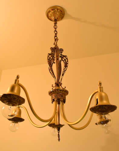 Fuchsia chandelier, full view, unlit