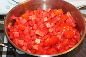 Making fresh tomato juice