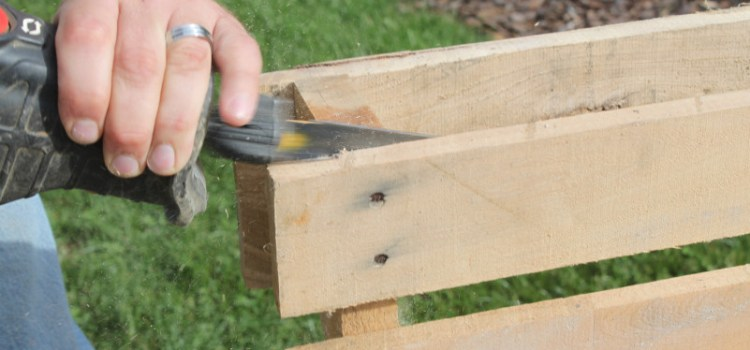 How To Disassemble A Pallet In Less Than 2 Minutes – With Ease!