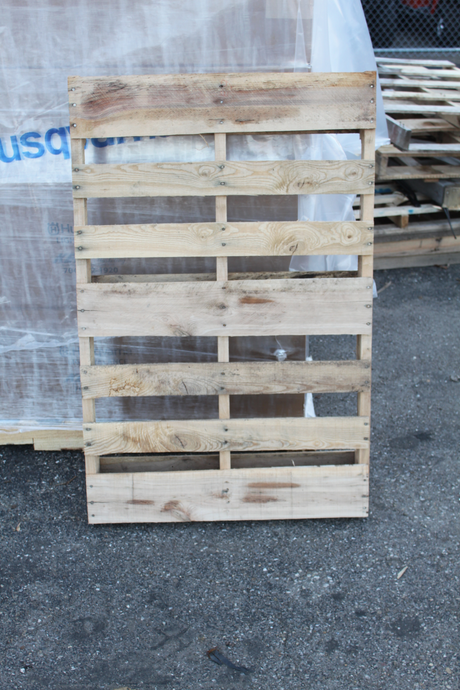 6 simple tips to find free pallets and reclaimed materials