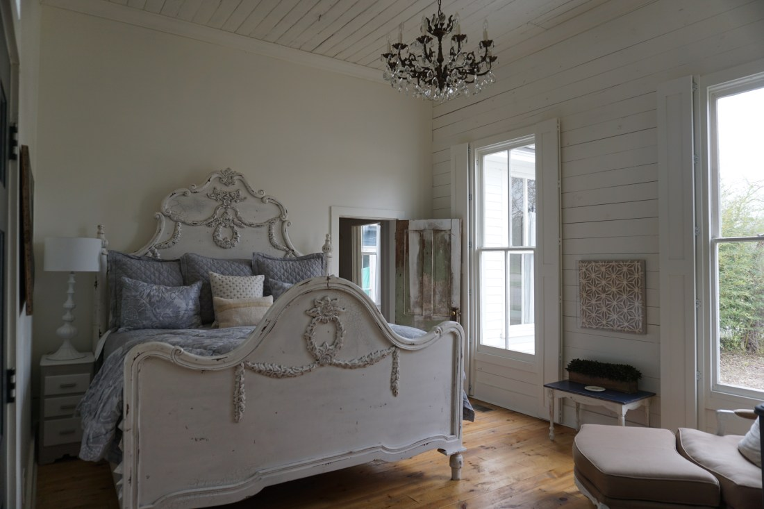 The Morrow House Bed & Breakfast Airbnb in Waco, TX - Addie, Old World New