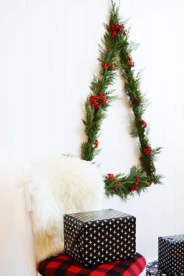DIY Modern Triangle Wall Christmas Tree