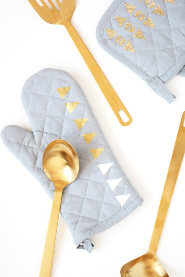 Add style to kitchen linens with the Cricut Gold for JoAnn