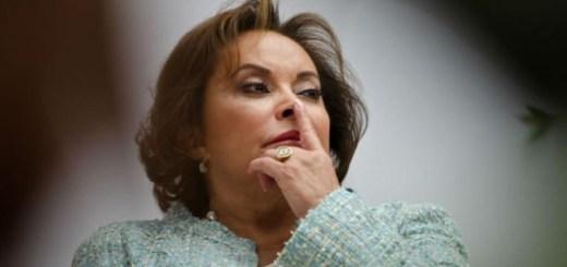 PGR teme fuga de Elba Esther Gordillo; urge a que use brazalete