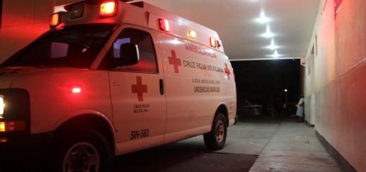 Chocan contra vehículo estacionado del ayuntamiento y resultan lesionados