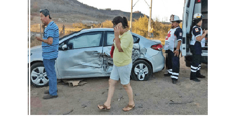 Se accidentan 4 vehículos por ir a exceso de velocidad