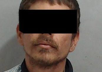 Elementos de la SSPyTM y del ejercito mexicano detienen a un sujeto en Lázaro Cárdenas