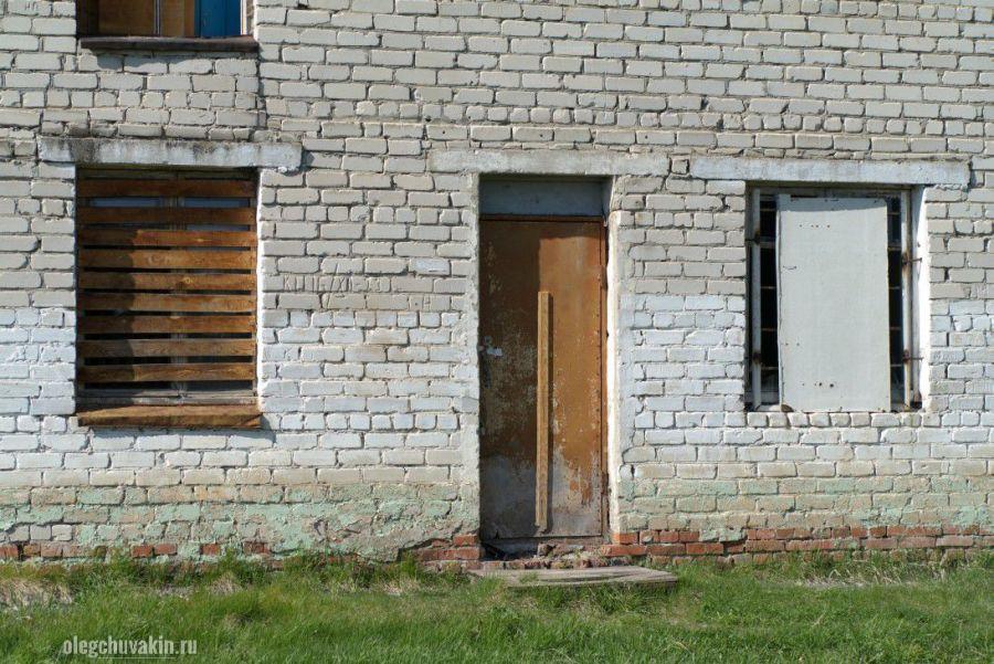 Заколочено всё, заколоченные окна, ПТУ, село, распад, бедствие, деревня, катастрофа, Россия, Путин