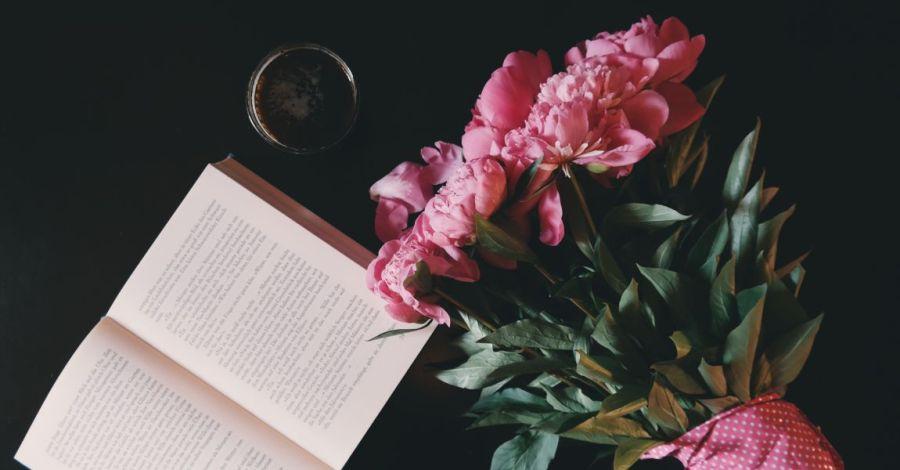 День рождения, писатель, знаменитый, книга, цветы, фото, иллюстрация