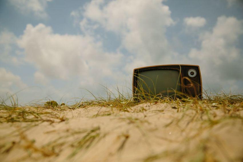 Телевизор, разбей, выбрось, выкинь