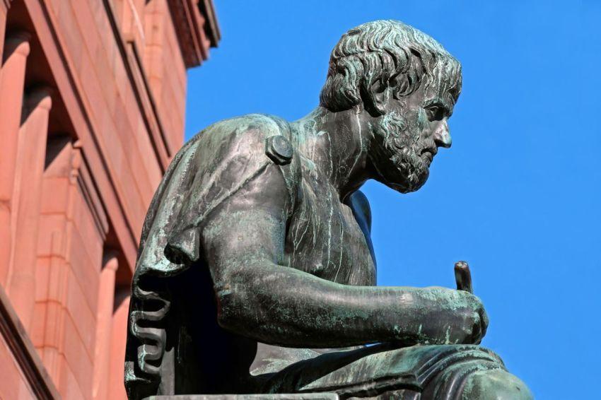 Сидящий Аристотель, скульптура, созерцание, этика, философ, мудрец, счастье по Аристотелю