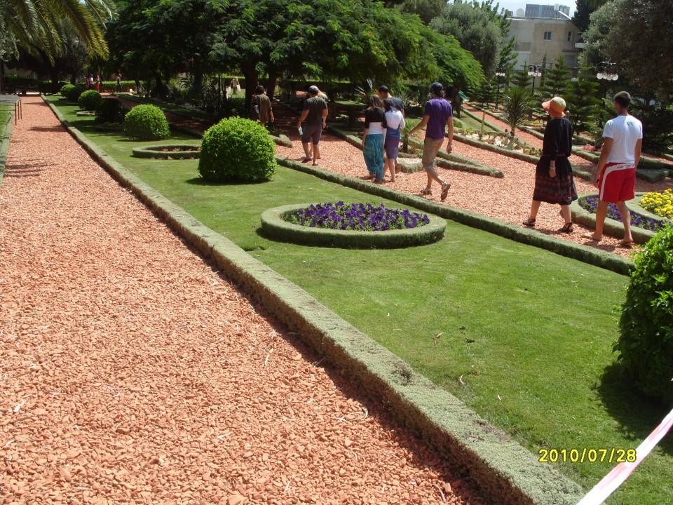 Клумбы Бахайских садов