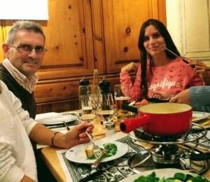 Típica fondue de queso suiza