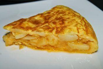 Tortilla de patatas. Receta de la tortilla española o de papas, la receta más española para celebrar la Hispanidad