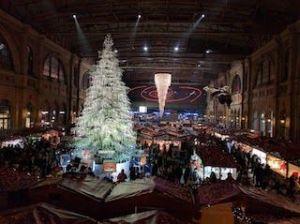 Mercado navideño en Zurich con el árbol de Swaroski. Apetecen roscos de vino y anís