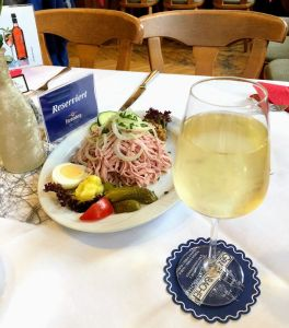 Vino blanco afrutado Gengenbacher, gastronomía de la selva negra
