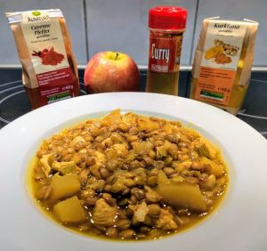 Lentejas al curry con pollo y manzana y sus ingredientes