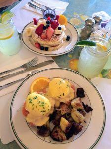 Limonada, tortitas y huevos, todo un desayuno especial